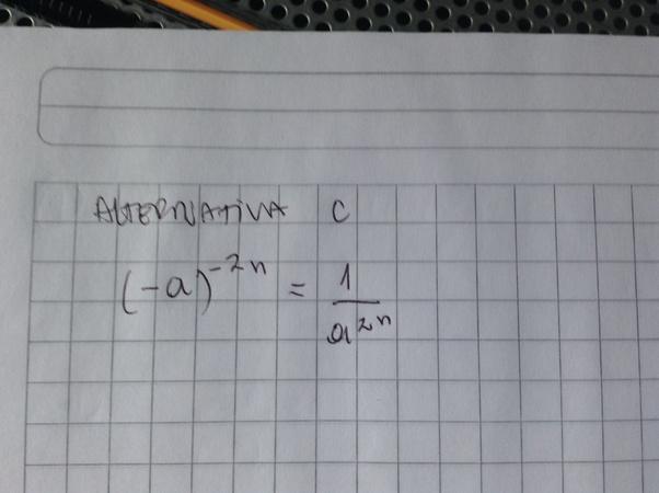 """En el miniensayo numero 4 de potencias, la pregunta 5 pide buscar la alternativa incorrecta.  En la 3era alternativa me asaltó una duda, cuando aplicó el inverso multiplícativo para """"invertir"""" la fracción, el número negativo al pasar al denominador cambia de signo también ?"""